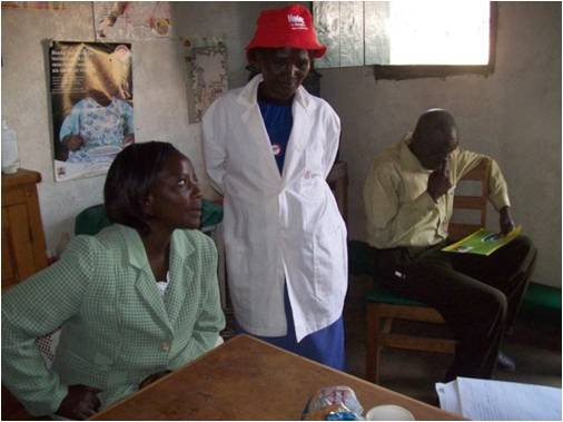 Sarah Njeri (left), w/ CFW community health worker