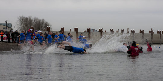 Register for the 2015 Polar Plunge!