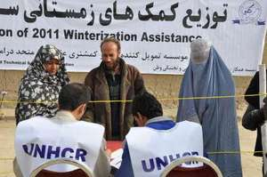 UNHCR staff distributes emergency aid