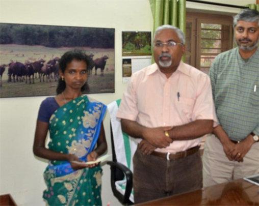 Appu's widow Ponni with Roy P Thomas & Vivek Menon