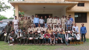 Photograph of the trainers and trainees in Pench