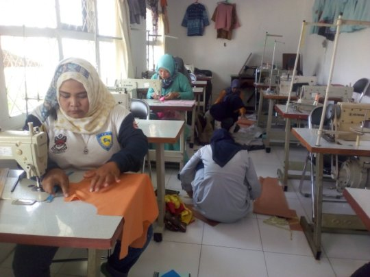 Learning to use sewing machine