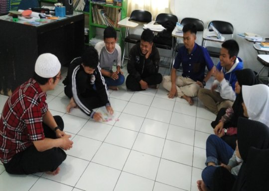 Playing card to memorize English vocabulary