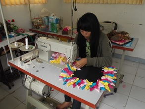 Making a doormat during a sewing class
