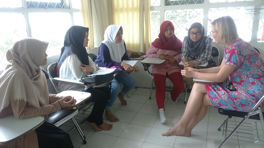 Grace with the girls at VTC English course