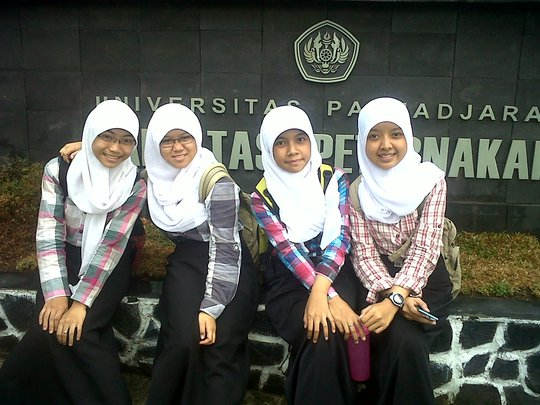 Erin with her friends in front of her faculty