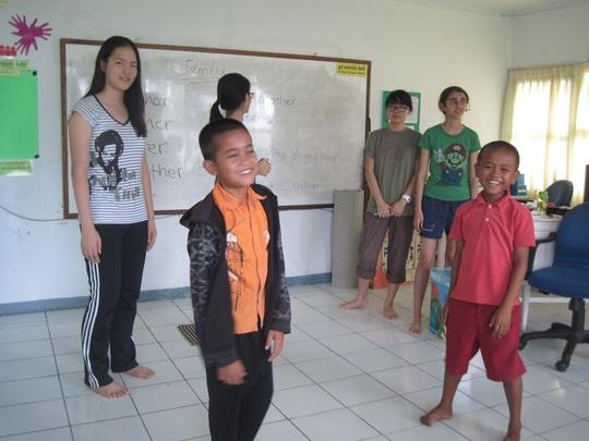 Fun English classes with UWCSEA students!