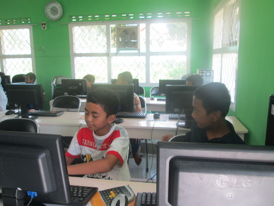 The students of Basic 1 Computer Class
