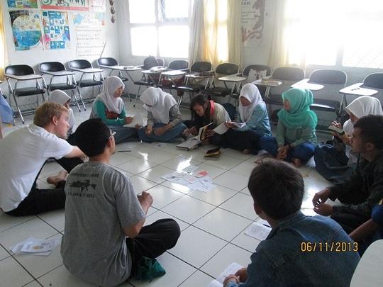 Daniel - YUM volunteer - teaches in English Class