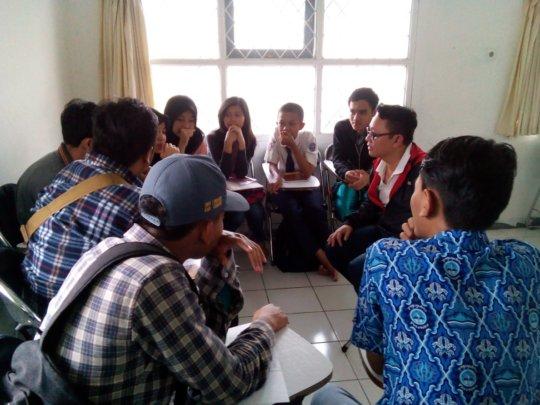 An interactive English class with Mr.Yudha