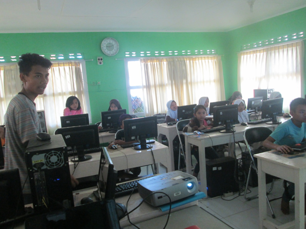 The students at the Computer Class, Basic 1