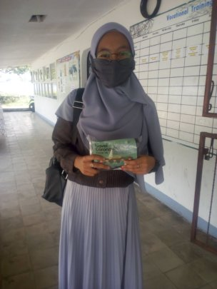 The VTC's students with a hygiene kits 2