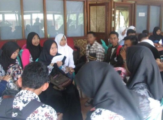 The students doing a group discussion