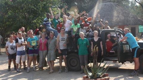 Daktari Volunteers & kids with the GVI Team