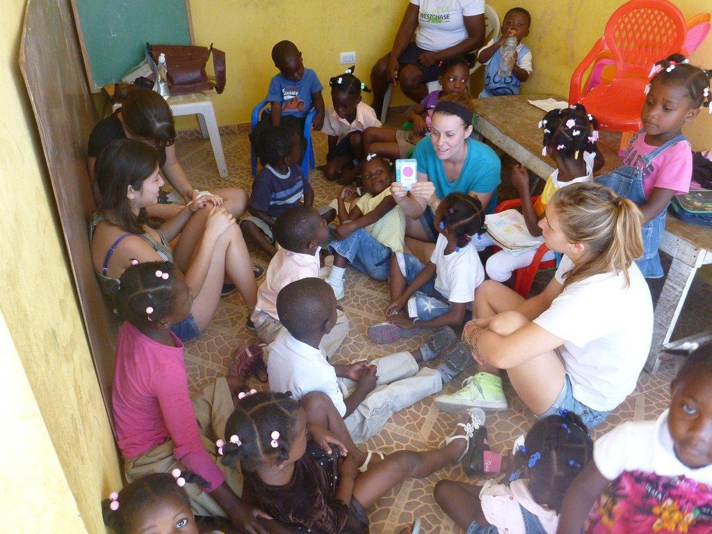 volunteers with kindergarden class