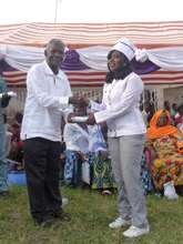 Graduand collecting her certificate