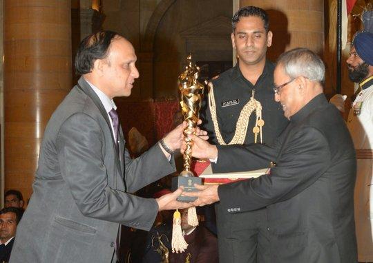 President of India presents award to Magic Bus CEO