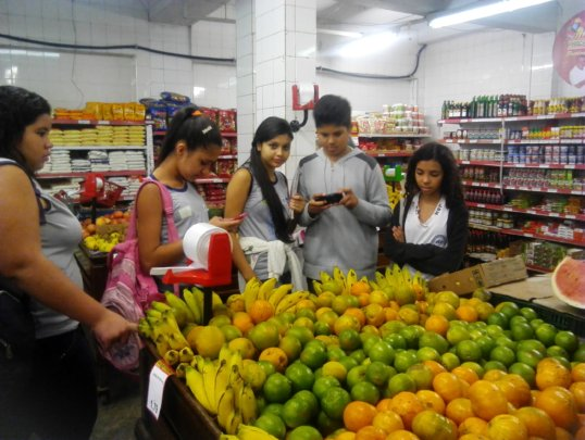 Students visiting local producers