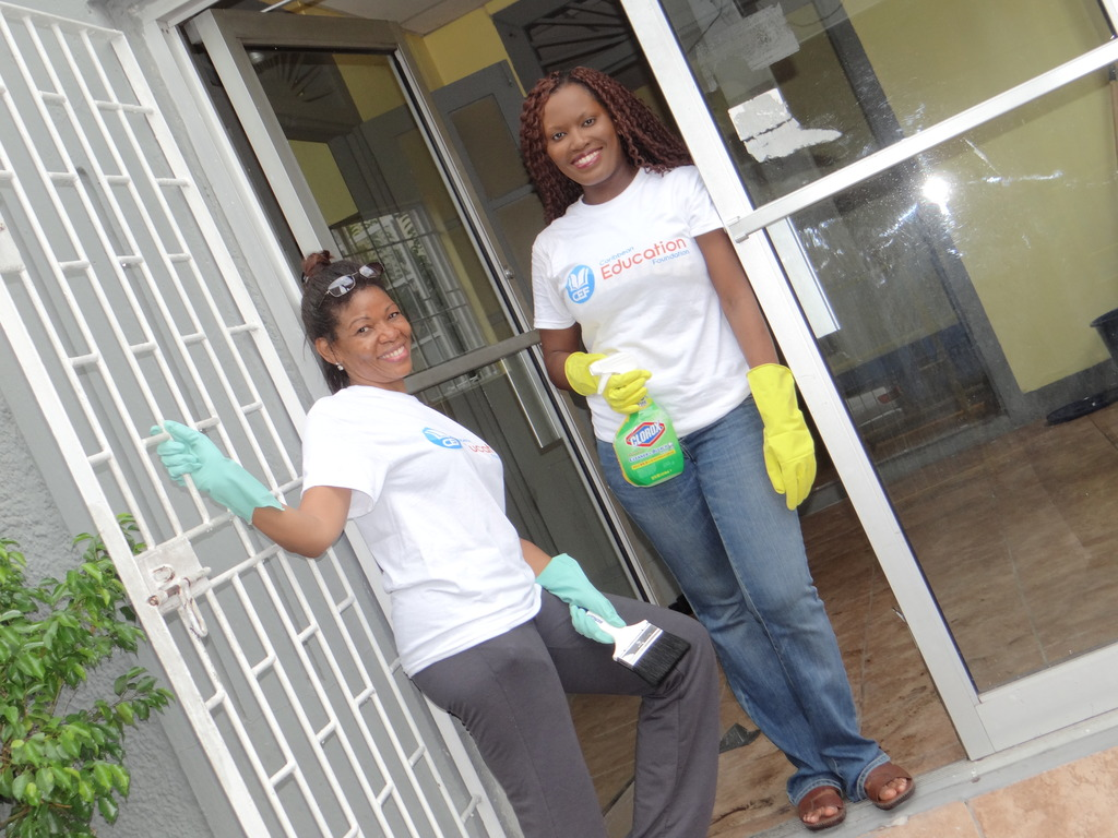 Our Volunteer Charmaine and CEO are ready to clean