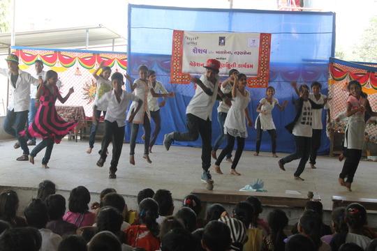 Balsena children performing at the vacation camp.