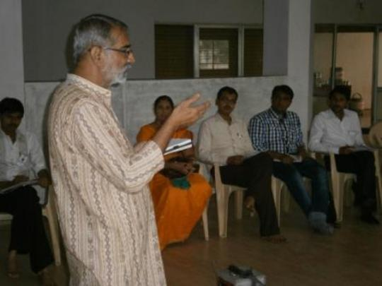 Shaishav co-founder speaking to Bhavnagar network
